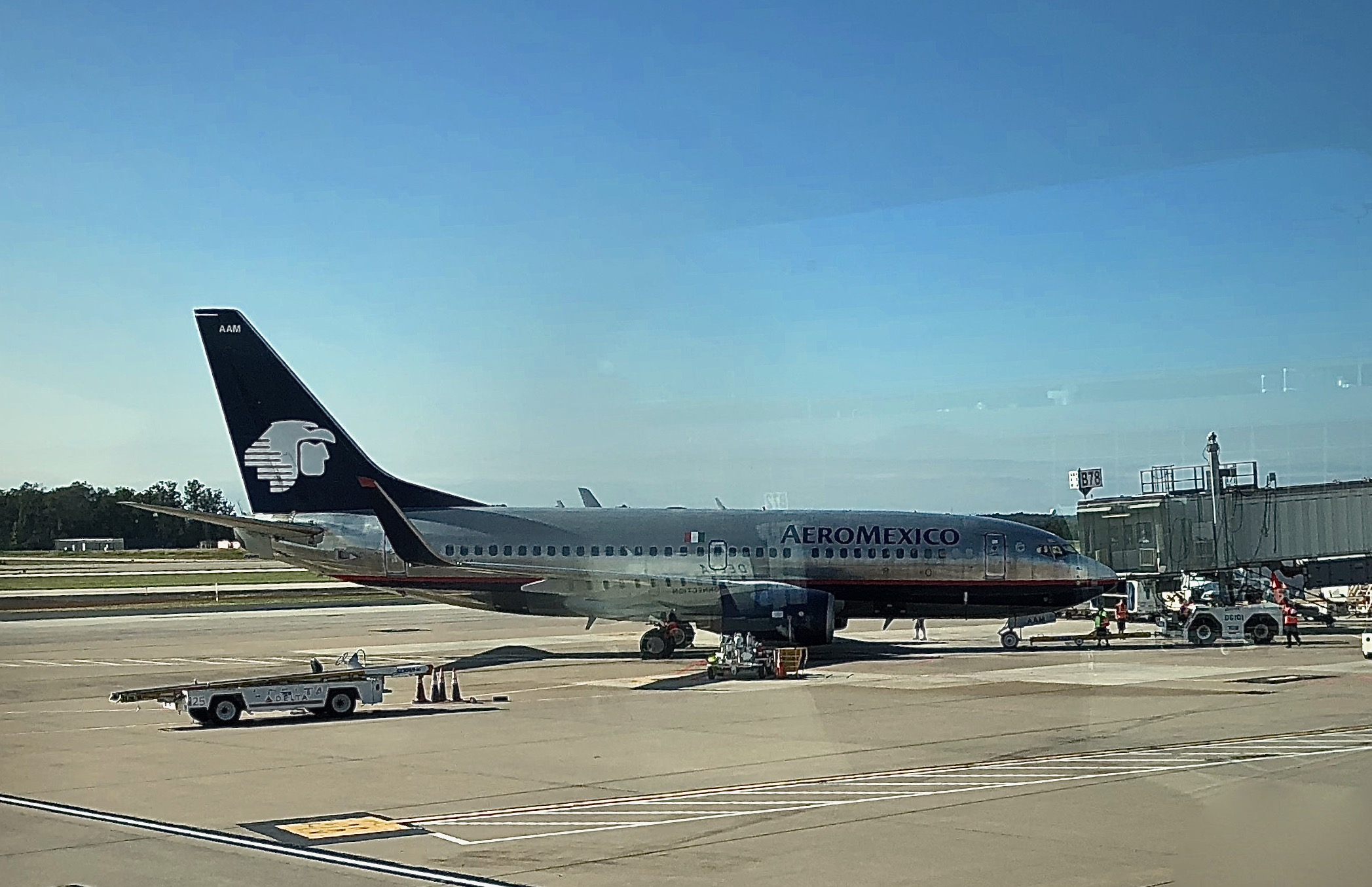 An Aeromexico Boeing 737-700 at Washington Dulles Airport