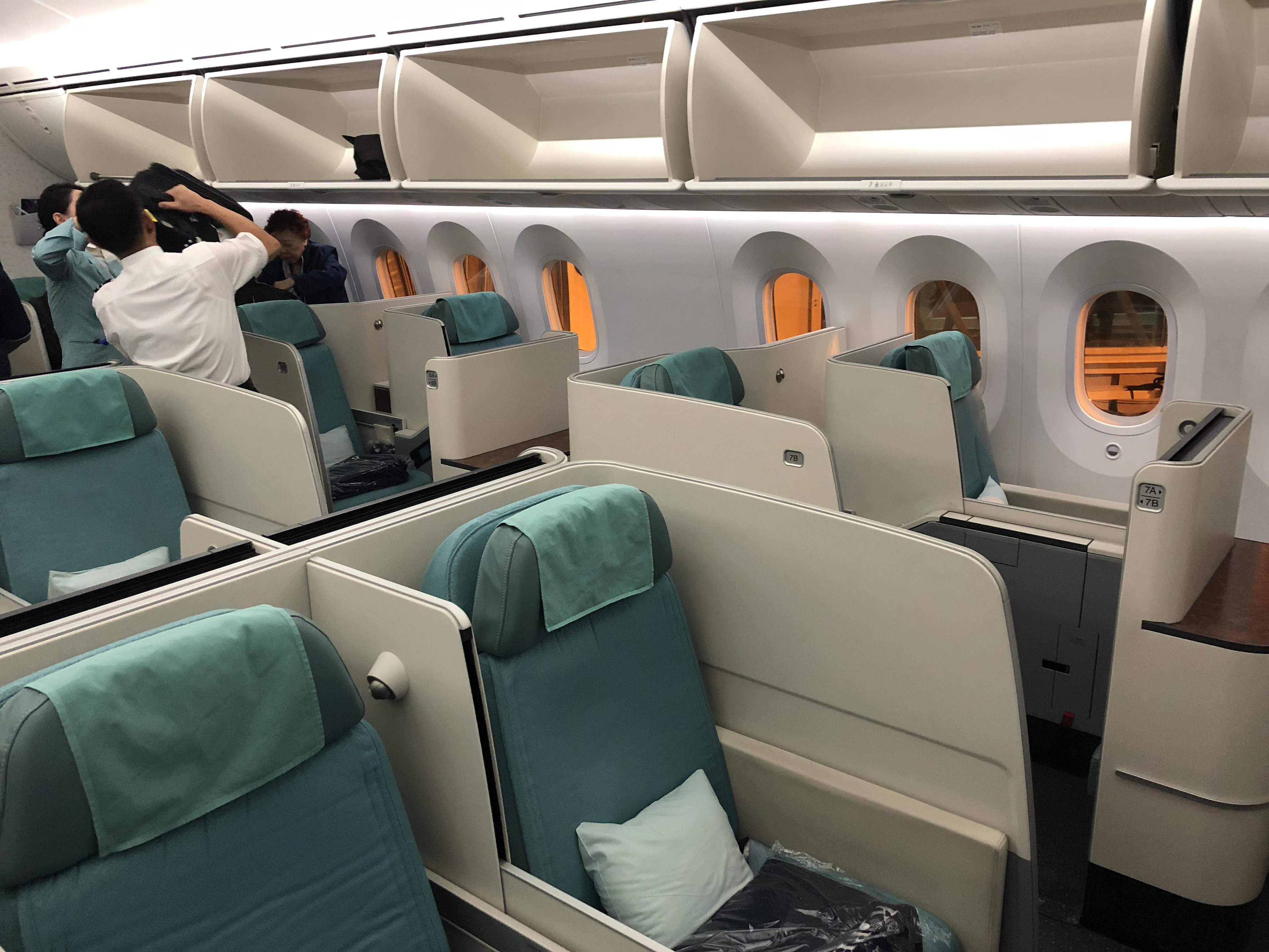 flight review seoul to hong kong in korean air business. Black Bedroom Furniture Sets. Home Design Ideas